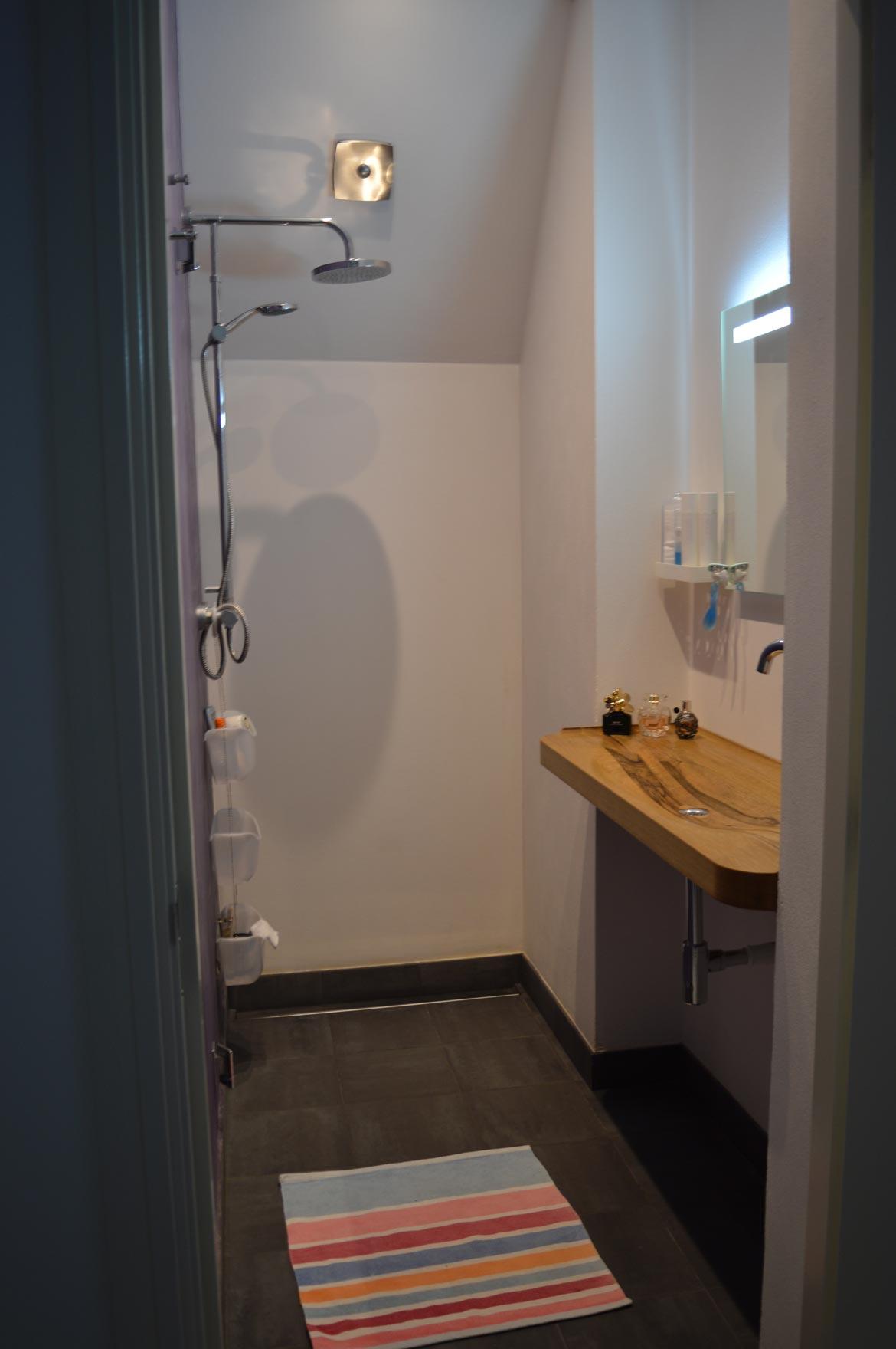20170402&124825_Kleine Nieuwe Badkamer ~ Kleine badkamer na plaatsen houten wastafel